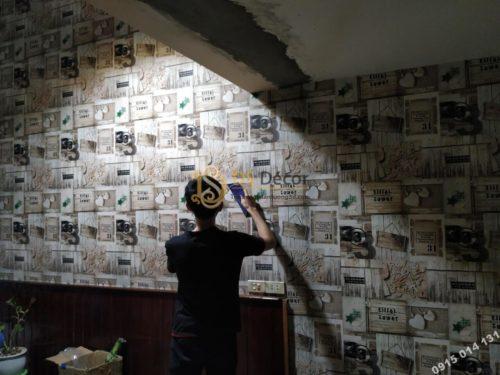 Giấy dán tường họa tiết giả gỗ kiểu retro 3D055 thi công