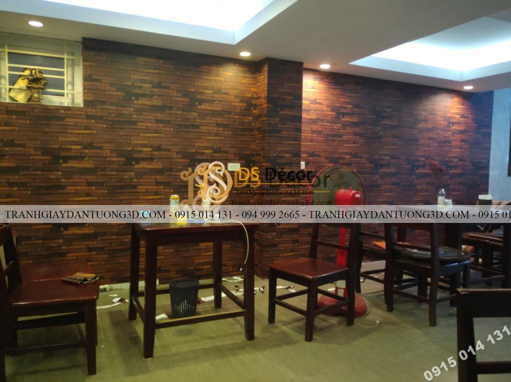 Thi công giấy dán tường giả gỗ nâu cho nhà hàng tại Hà Nội