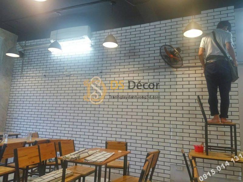 Giấy dán tường gạch trắng viền đen trang tri quán ăn