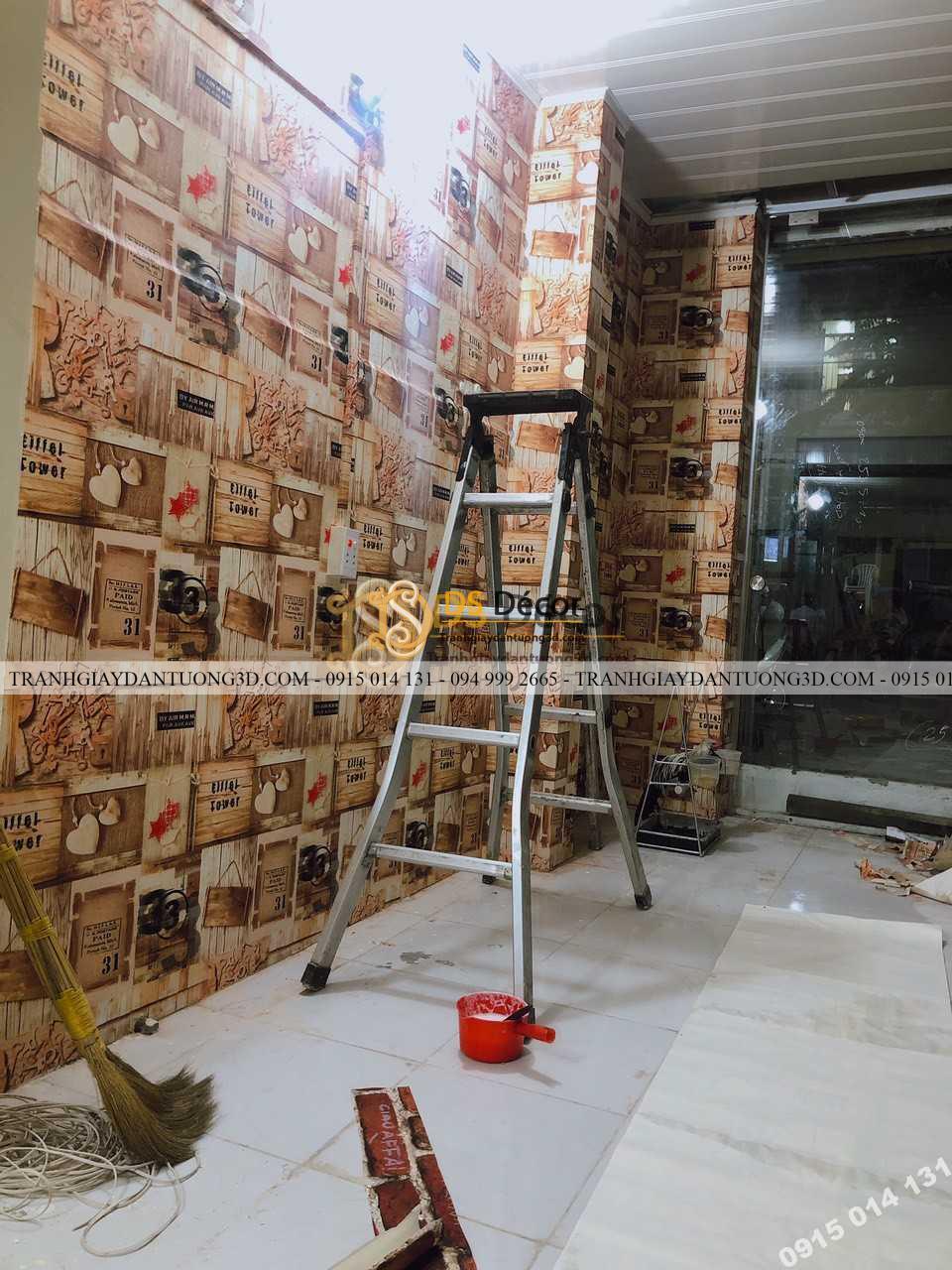 Thi công thực tế mẫu giấy dán tường giả gỗ vintage 3D55