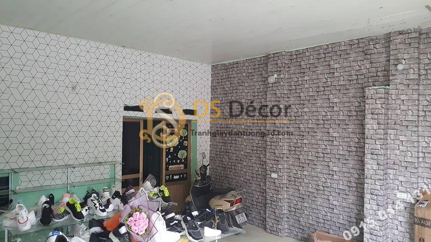 Giấy dán tường trắng đen và giả đá cho shop giày dép