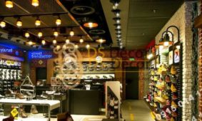 Hút khách với giấy dán tường cho shop giày dép