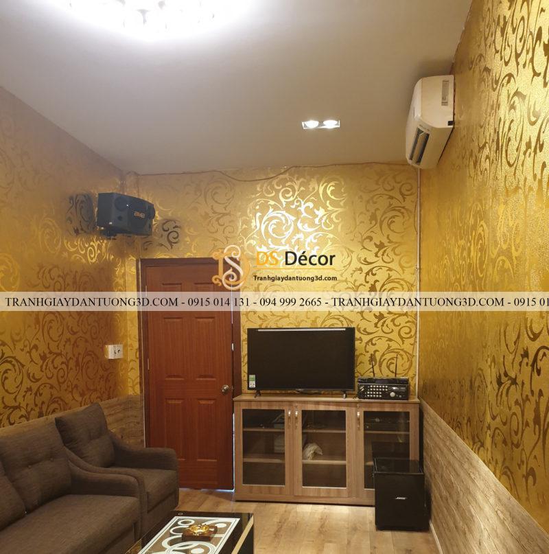 Giấy dán tường hoa móc vàng 3D296 thi công tại nhà anh Hieu Soviet HCM